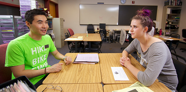 A student meets with a WCC advisor